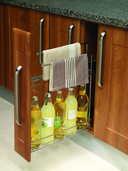 Single basket with 2 x towel rails