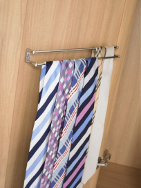 Twin rail door mounted tie rack