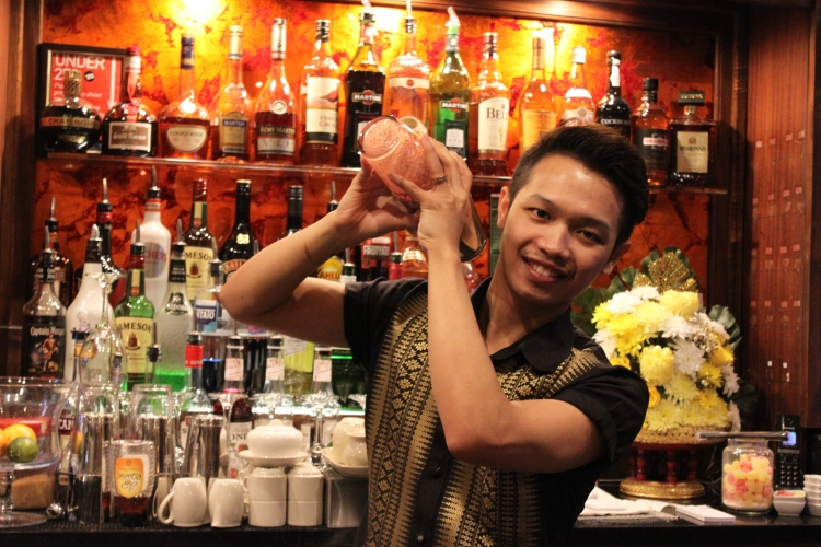 Aun, Bar manager