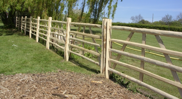 Chestnut hurdles fixed to chestnut stakes.
