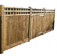 Closeboard Fencing with Trellis Tops