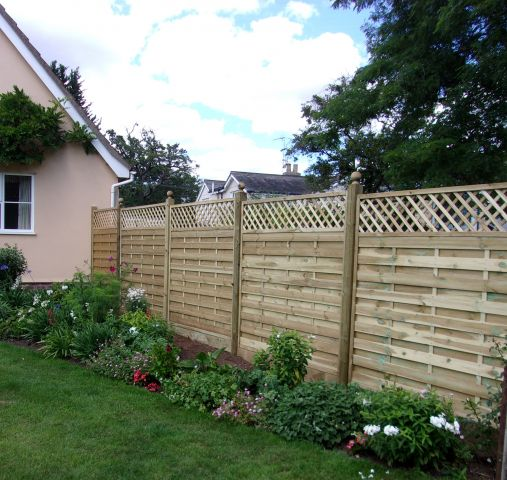 Dastra panels with straight trellis tops