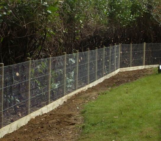 Garden netting without top rail