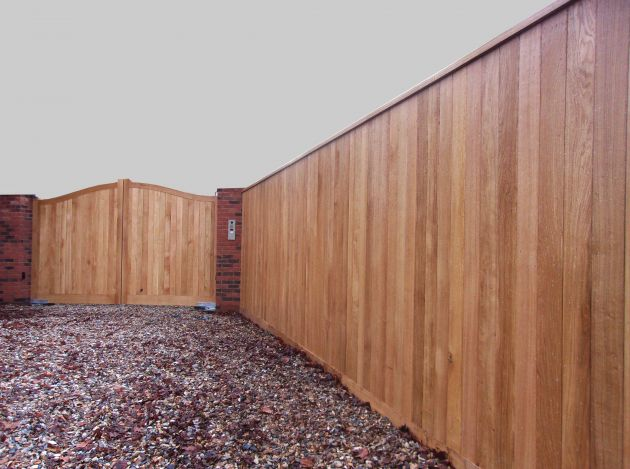 Oak Tongued & Grooved Board Fencing with Needham Gates