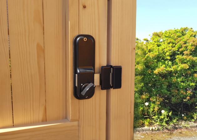 Keypad locking knob