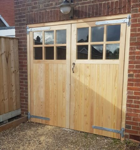 Garage door with 6 panes per leaf in Larch