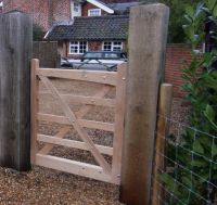 Kennett Hand Gate with Solid Base Rail