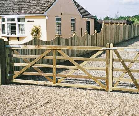 Kennett 5 bar gate in pressure treated softwood