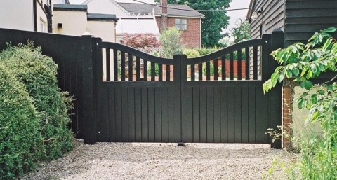 Gipping gate in painted Douglas Fir