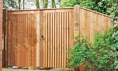 Haughley gate with closeboard side panel in Scandinavian redwood