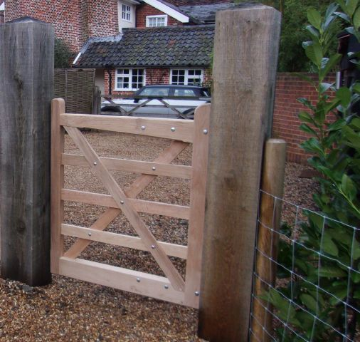 Oak Kennett Hand Gate with Solid Base Rail