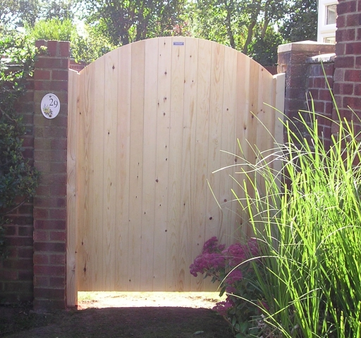 Glemham Gate - Curved Cut Boards in untreated softwood