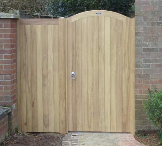 Glemham with curved top rail in Iroko