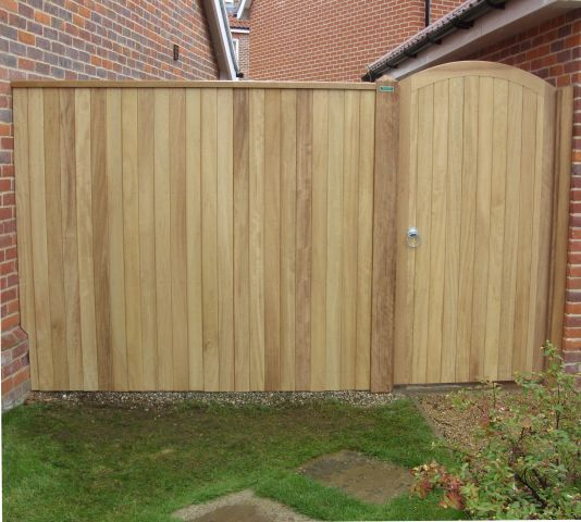 Glemham gate with curved top rail and side panel in larch