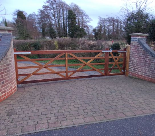 Kennett gate unequal pair with solid base rail in oiled Iroko