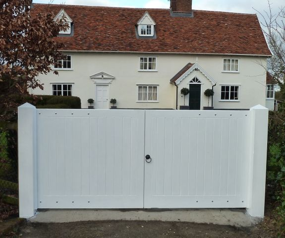 Hadleigh in Larch with white Barn paint