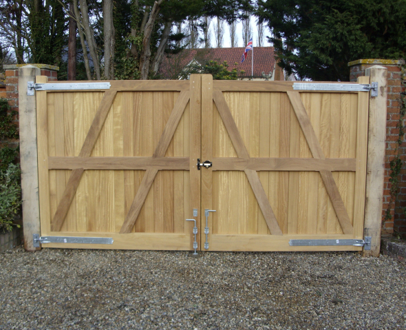 Hadleigh gates reverse