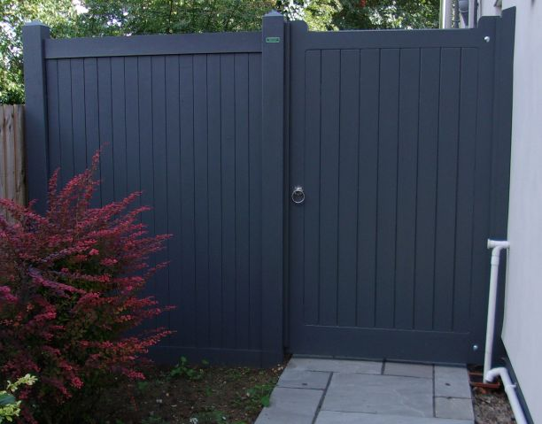 Hadleigh gate and side panel in Basalt Grey Dulux weathershield
