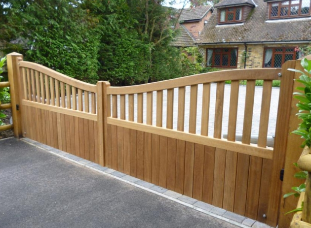 Gipping gate in Iroko
