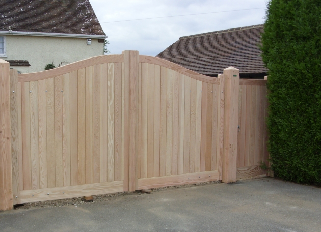 Needham gates with Hadleigh pedestrian gate in Douglas Fir