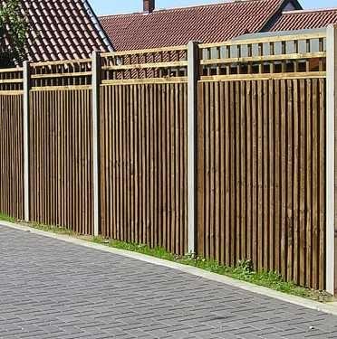 Closeboard Panel fencing with Trellis tops