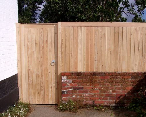 Tongued & Grooved Wall Top Fencing