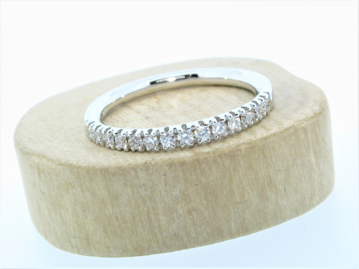 18ct White Gold 0.23ct Claw Set Diamond Ring