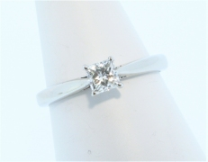 Platinum 0.37ct H SI1 Princess Cut Diamond Solitaire