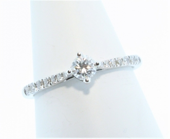 18ct White Gold 0.20ct Diamond Solitaire with Diamond Shoulders