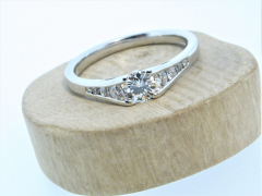 18ct White Gold 0.33ct Diamond Solitaire with Diamond Shoulders
