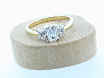 18ct Yellow Gold Emerald Cut & Round Brilliant Diamond 3 Stone