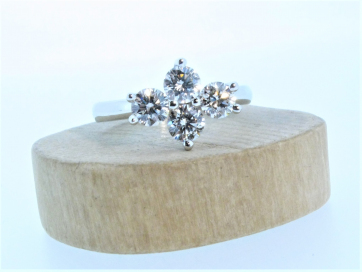 18ct White Gold Round Brilliant Diamond Cluster Ring