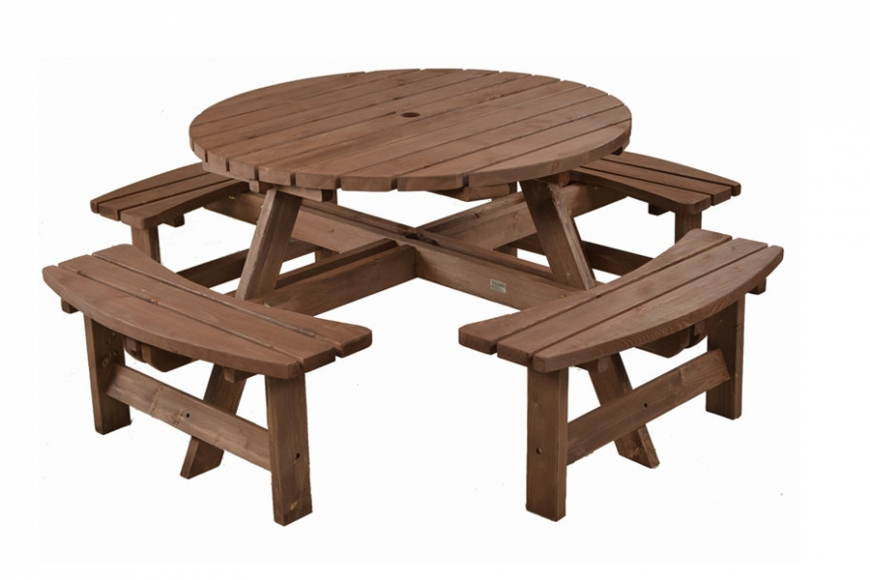 Large round picnic table | gardenature.co.uk