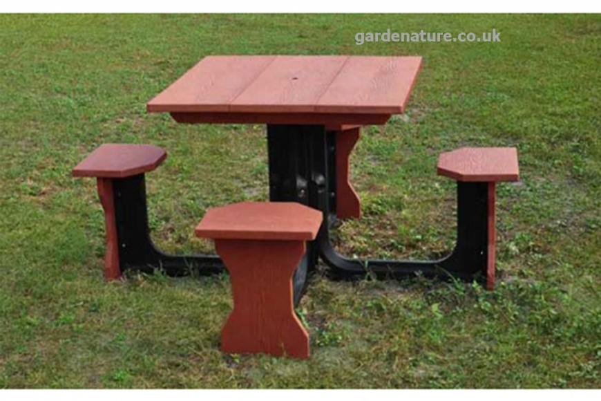 Recycled picnic table | gardenature.co.uk