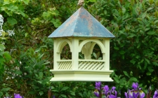 hanging bird table | gardenature.co.uk