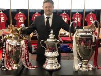 SEERS Couch Holds 3 Major Football Trophies at Manchester United!