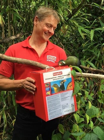 Beaphar sponsors exotic birds at Linton Zoo