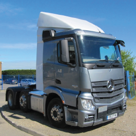 Mercedes Actros aerodynamics, roof spoilers and cab collars, made from high quality GRP.