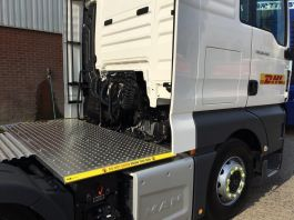 MAN TGX Euro 6, 6x2 Kuda Safety Platform / Catwalk System, Highly visible full chassis catwalk
