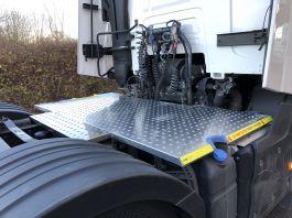 Renault T Range, 6x2 Kuda Safety Platform / Catwalk System, Highly visible full chassis catwalk