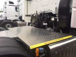 Mercedes Actros 4, 6x2 Kuda Safety Platform / Catwalk System, Highly visible full chassis catwalk