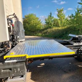 Renault T Range, 4x2 Kuda Safety Platform / Catwalk System, Highly visible full chassis catwalk