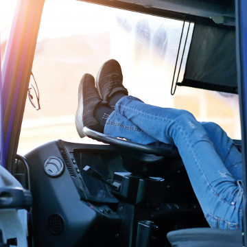 Top 10 In Cab Comforts for UK Truck Drivers, Lorry Accessories and Stuff for your HGV