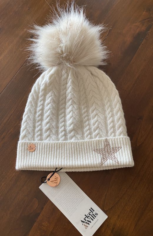 Cable cashmere beanie in cream with diamante star and faux fur pom
