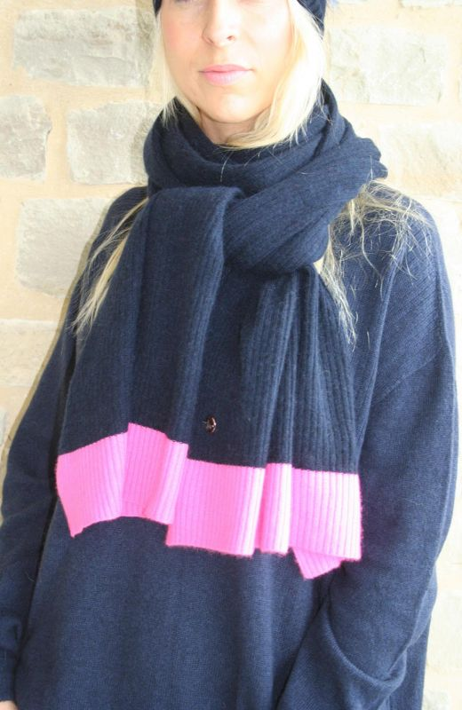 100% cashmere navy scarf in ribbed design and pink moss stitch ends