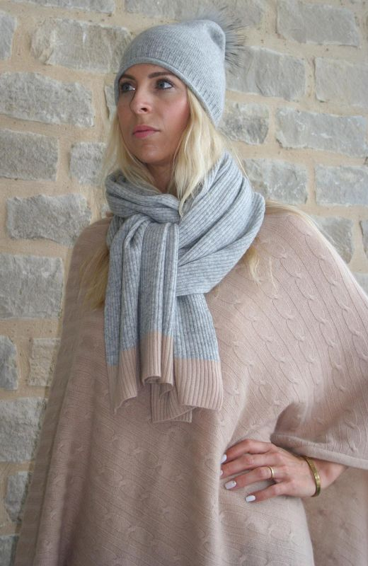 100% cashmere grey scarf in ribbed design and camel moss stitch ends
