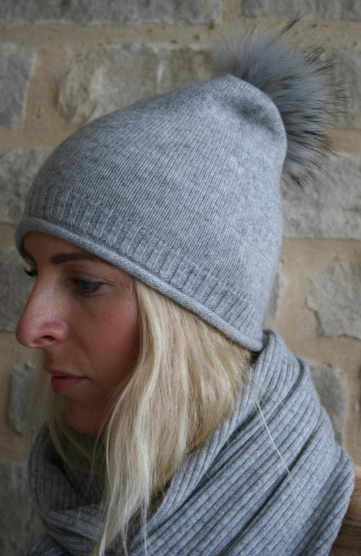 roll edge rib detail  plain knit beanie with real  fur detachable pom in grey.