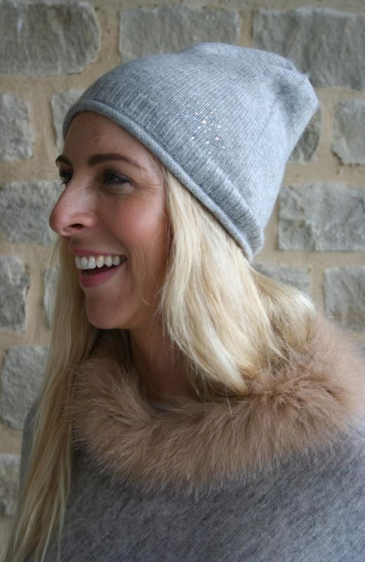 Fur trim cashmere poncho with 8cm diamante starburst in grey.